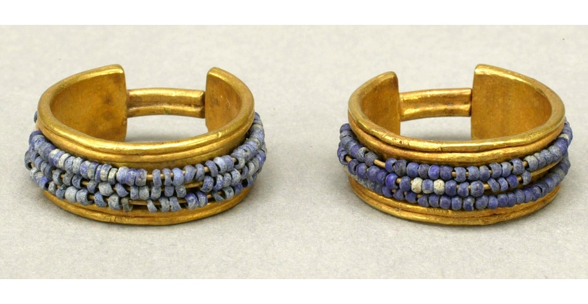 Золотые серьги с ляпис-лазурью времен 18 династии
