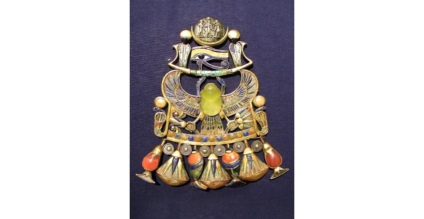 Золотая пектораль Тутанхамона