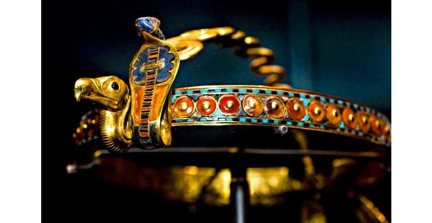 Корона с уреем из гробницы Тутанхамона